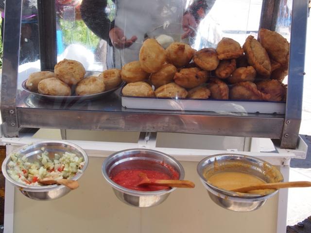 Empanadas, idealna przekąska, tu: w drodze na Isla del Sol (Wyspę Słońca), Boliwia
