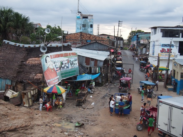 Port w Iquitos - mieście, do którego nie prowadzi żadna droga lądowa, Amazonia, Peru