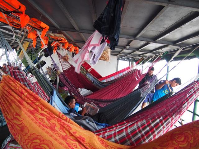 """""""Kajuta"""" na statku niczym sieć pająka, Amazonia, Peru"""