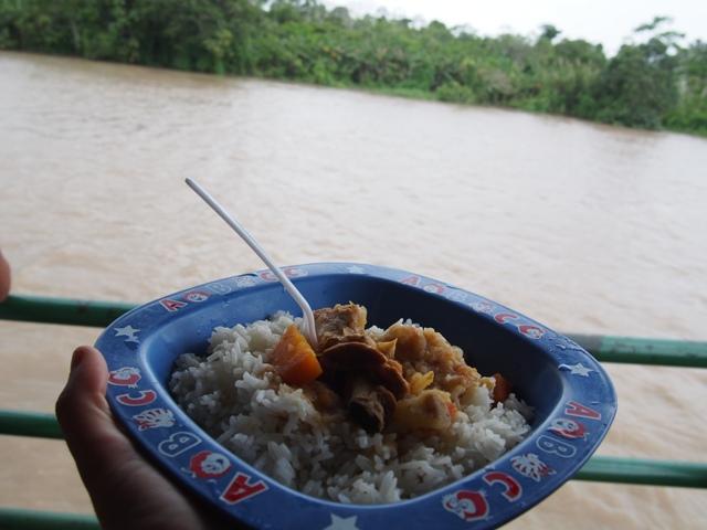 Pożywienie na statku, Amazonia, Peru