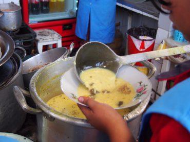 Zupy są wszechobecne na boliwijskich targach